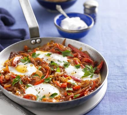 بيض على الطريقة التركية بالصور لذيذه