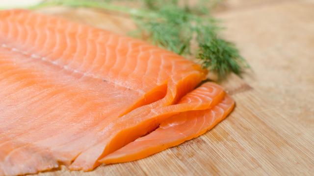سمك السلمون المدخن بالصور لذيذه