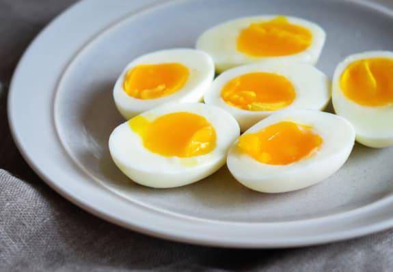 بيض مسلوق برشت بالصور لذيذه